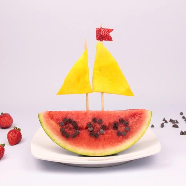 Fun food bateau aux fruits pour un goûter vitaminé