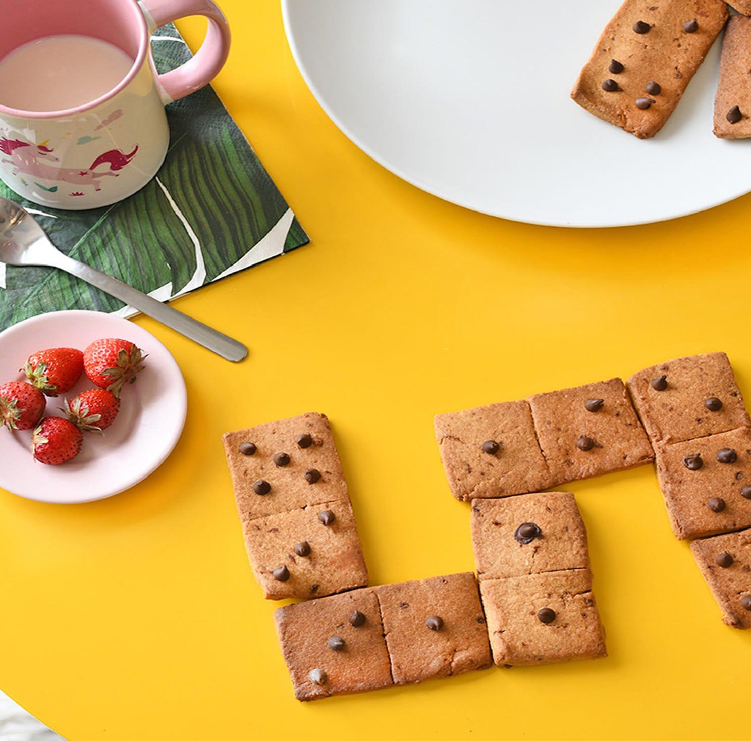 Une recette de sablés dominos facile et rapide à préparer pour amuser et régaler vos loulous à l'heure du goûter !