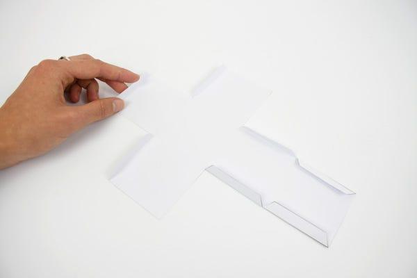 Créez facilement de drôles de cubes puzzle en papier pour amuser vos enfants fans de pirates et de princesses !