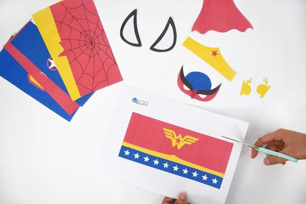 DIY pot a crayon super heros
