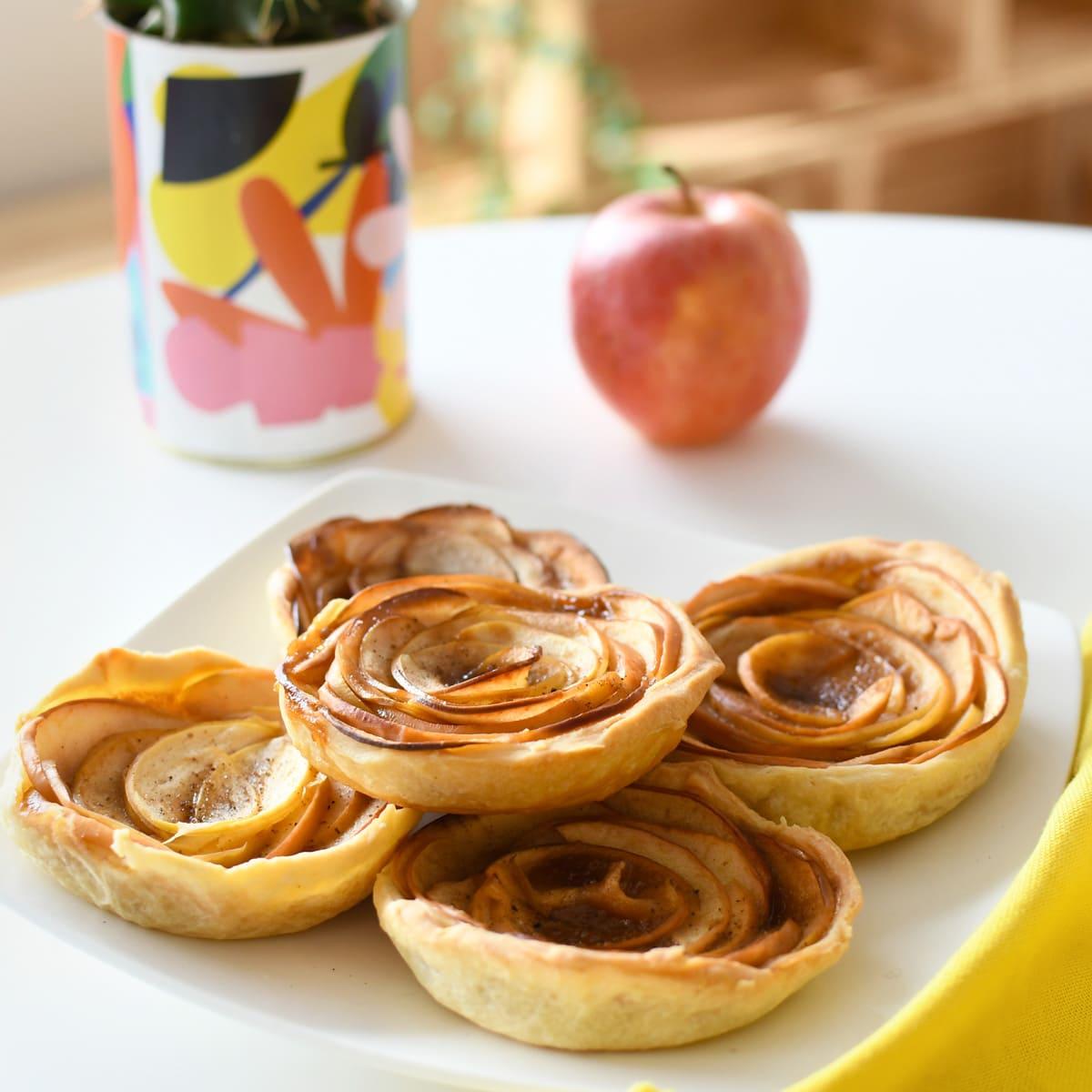 Réalisez facilement des tartelettes aux pommes et au caramel, un délicieux goûter normand et un bel avant-goût de l'automne !
