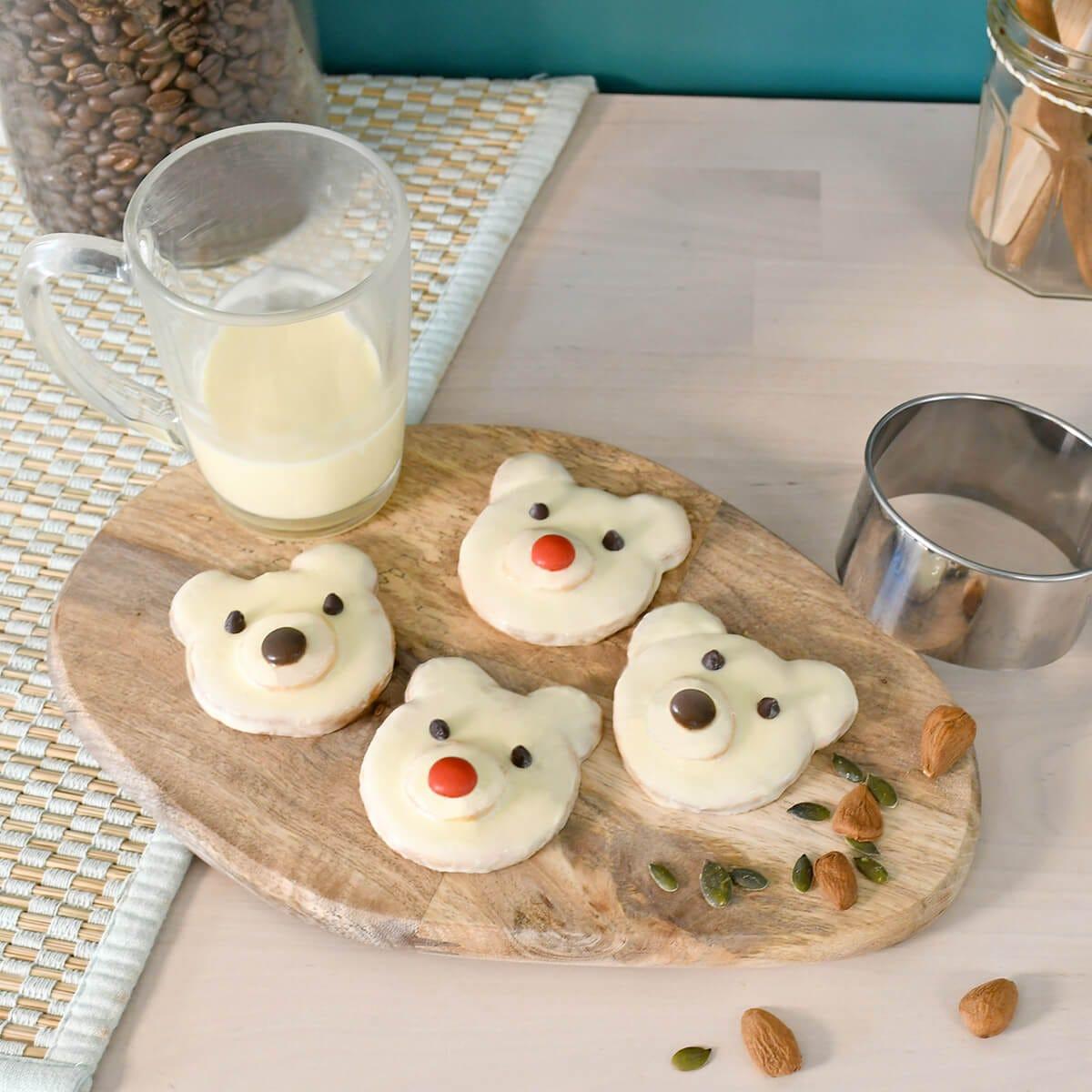 Réalisez facilement ces gâteaux en forme d'ours polaires trop mignons, pour proposer un goûter original et gourmand à vos enfants. Retrouvez toutes nos recettes sur le blog.