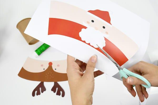 Un atelier parfait pour réunir parents et enfants autour de la confection de gobelets à l'effigie des stars de Noël ! Retrouvez tous nos ateliers sur le blog