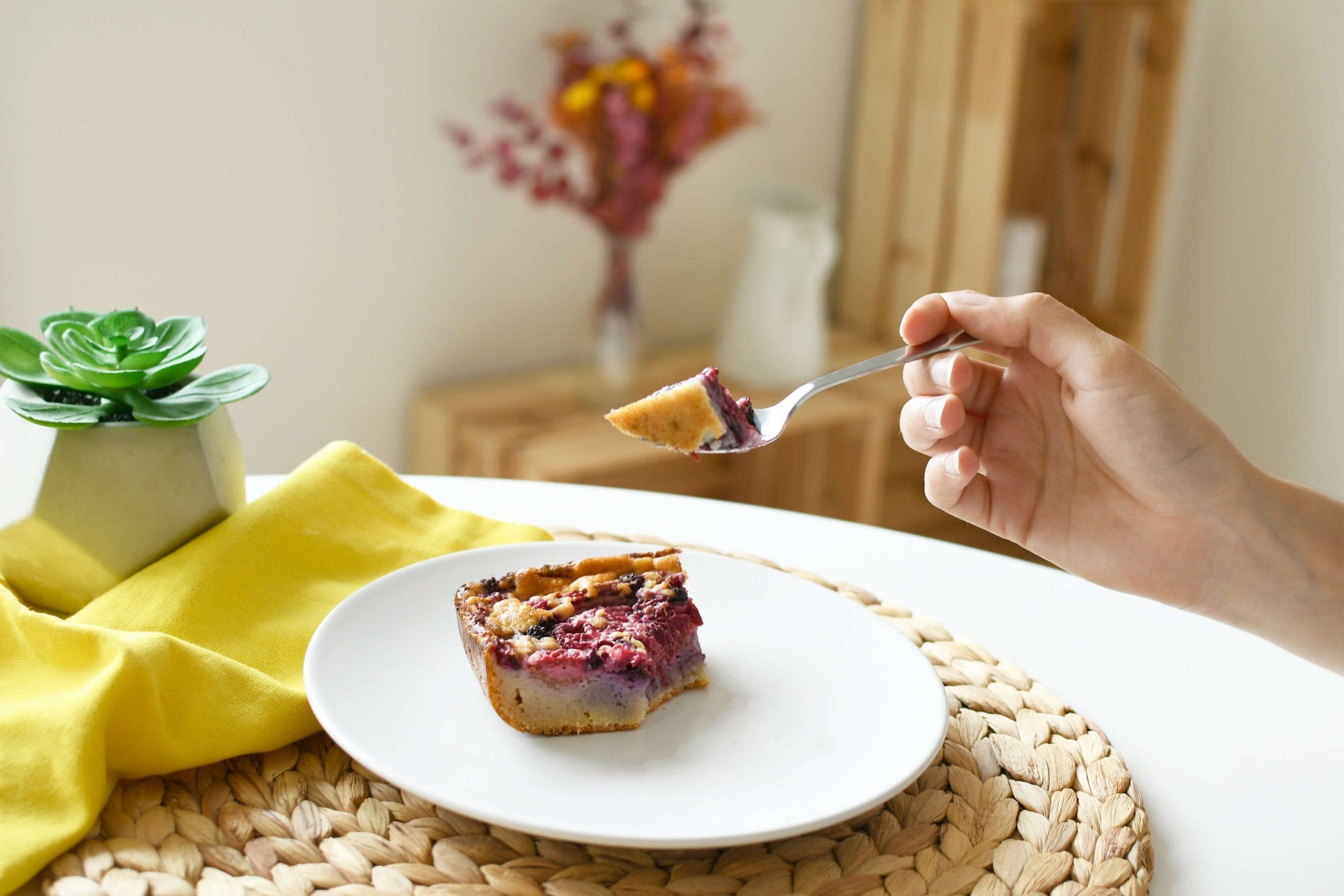Pour le dessert, on opte pour un délicieux clafoutis aux fruits rouges !